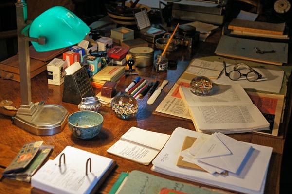 Le bureau de Pierre Mac Orlan photo : SHCE collection SHCE