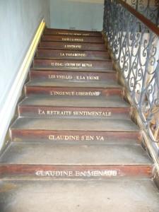 L'escalier avec le nom des œuvres de Colette