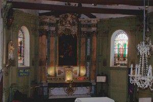 Le sanctuaire avec les vitraux